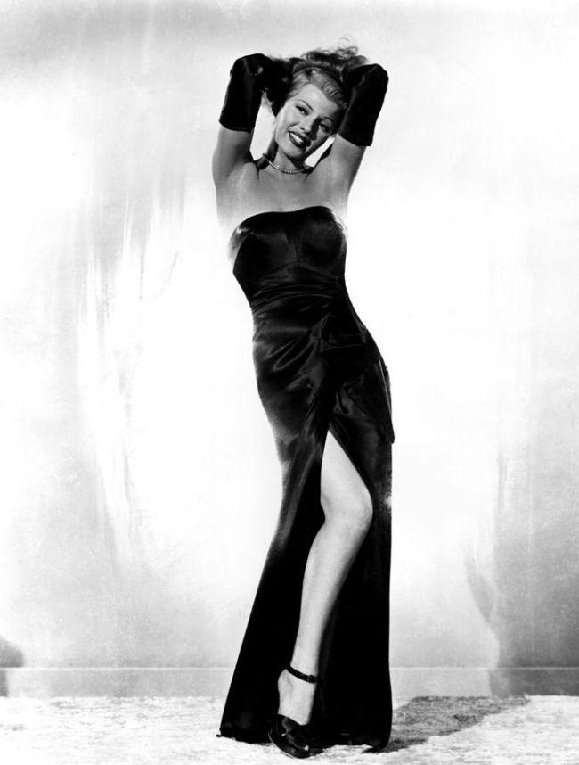 """4. Rita Hayworth  Gilda…. Holywood'un en """"sıcak"""" aktristlerinden Rita Hayworth'da giyim tarzıyla kadınların bir dönem en çok takip ettiği isimlerdendi."""
