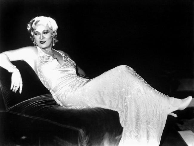 11. Mae West  Belki de bilinen en eski stil ikonlarından. Stil ikonu deyimi bilinmezken Mae West vardı.