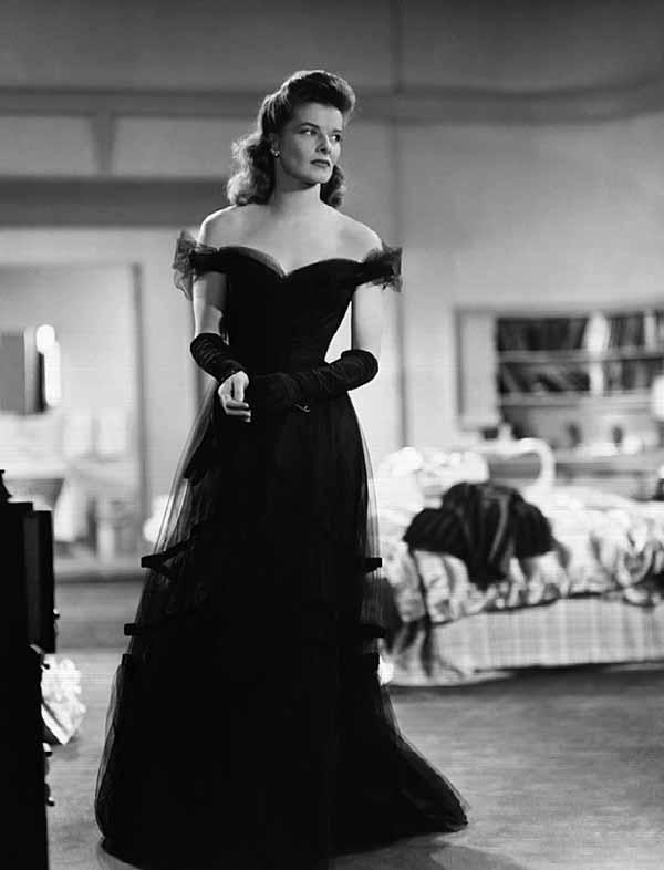 12. Catherine Hepburn  Cahherine Hepburn Holywood'da ilk pantolon giyen kadınlardan. O dönemde bu gerçek bir devrimdi.