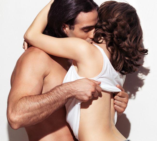 TOPRAK GRUBU ''BOĞA BAŞAK OĞLAK'': Cinsel dürtülerini kontrol altında tutarlar. Duygu onlar için çok önemlidir ilk adımı karşı taraftan beklerler. Romantizm olması şarttır, Toprak grubuna mensup burçlara yaklaşmak için şefkatli ve duygulara yönelik yaklaşımlar sergilemelisiniz. Fiziksel güzellik onlar için oldukça önemlidir.  BOĞA Erkeği: Sadık derin duygulara sahip kıskanç Boğa erkeği için cinsellik çok özeldir. İstendiğinin belli edilmesini bekler sevgisini hissettirecek onun ruhuyla birleşebilecek kadınları tercih eder.  BOĞA Kadını:Cinsel dürtülerinin esiri olmaz. Duyguya çok önem verir duygu olmadan cinselliği düşünemez. İlk adımı daima karşı tarafın atmasını bekler. İlgisini gösterebileceği güvenip yaşamın her alanı hakkında konuşabileceği erkekleri tercih eder.