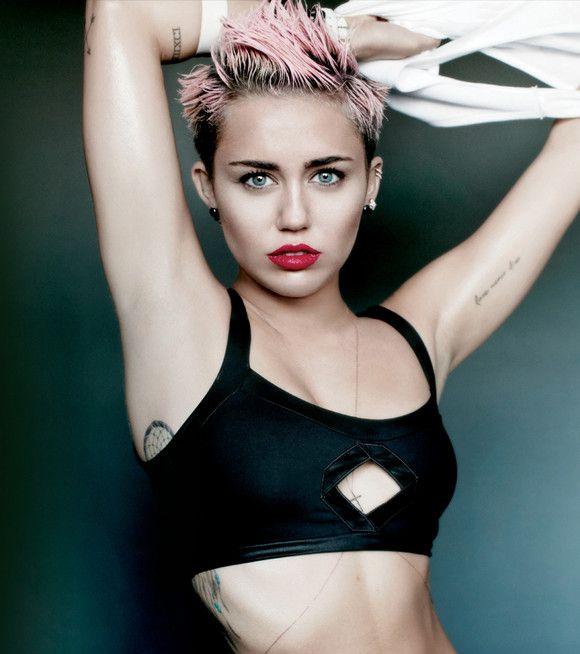 1. ''Party in The U.S.A''  Miley'nin ''Party in The U.S.A'' şarkısının sözlerini Jessie J yazmıştır.