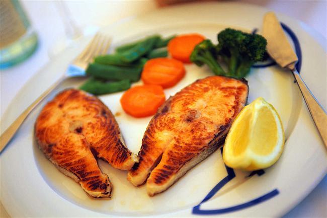 Balık  Araştırmalar özellikle somon balığında yüksek oranlar bulunan omega 3 yağ asitlerinin seratonin seviyesini yükselterek stresi azalttığını gösteriyor. Omega 3 açısından zengin bir diyet endişe hormonları kortizol ve adrenalin üretimini en aza çekiyor.