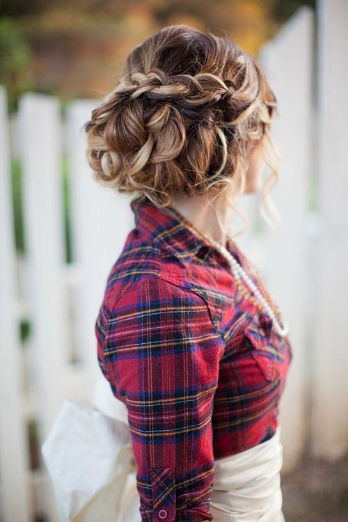 Kova  Bu nasıl bir yaratıcılık! Her gün saçlarını adeta bir kuaför gibi rahatlıkla şekillendirme yeteneğine sahipsin! Saçlarını bir gün renkli tokalarla süsleyebilir, ertesi gün ise dalgalı şekillendirebilirsin. Sana bir sır verelim, bu konuda herkes sana hayran!