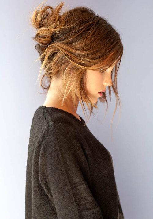 Boğa  Söz konusu saçlar olduğunda ne istediğini gayet iyi biliyorsun. Her zaman kullandığın şampuanın ve değişmez saç modellerin var. Abartıdan ve değişimden fazla hoşlanmıyor, saçlarında her zaman doğal modeller tercih ediyorsun.