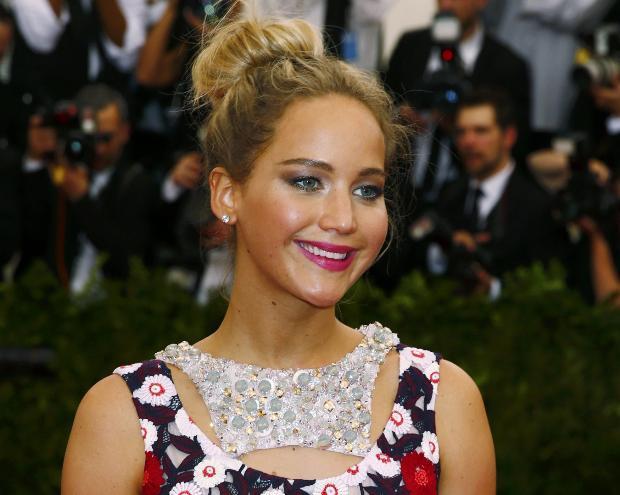 Başkanlığını Vogue Anna Wintour ve Hunger Games'in üstlendiği davetin eş başkanı ise ünlü oyuncu Jennifer Lawrence'dı.  Sinema, moda ve müzik camiasından ünlü isimleri ağırlayan gecenin bilet satışlarından 25.000 dolar elde edildi.  İşte kırmızı halının güzel, kötü ve cesurları…
