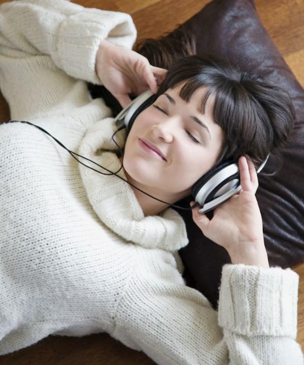 12. Hemen size kendinizi iyi hissettirecek, sevdiğiniz sanatçının, grubun bir şarkısını açın.