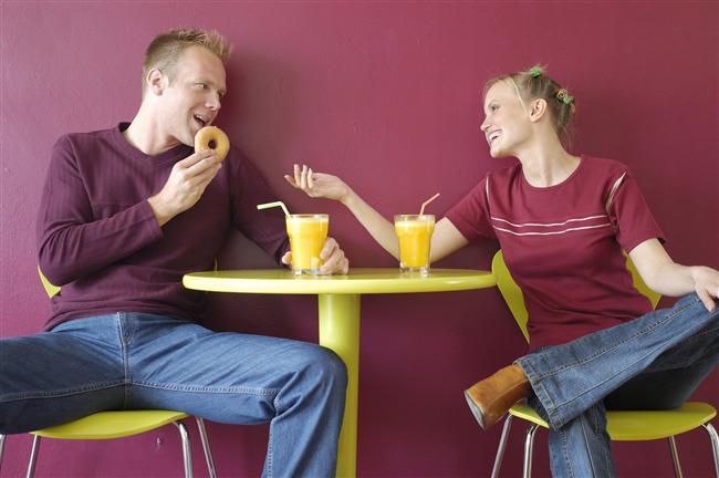 4. Kahvaltınızı veya öğle yemeğinizi bir şeyler paylaştığınız bir dostunuzla yiyin.