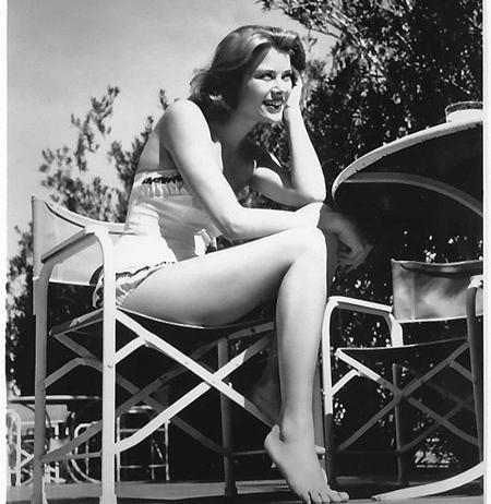 Oyuncu, dönemin en popüler isimlerinden Clark Gable ve Ava Gardner'la Mogambo isimli filmde bir araya geldi ve filmdeki performansıyla sinema kariyerinin henüz üçüncü yılında en iyi kadın oyuncu dalında oskara aday oldu.