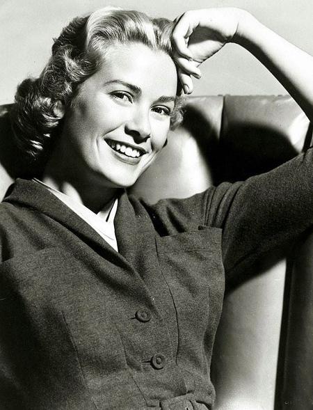 """Grace Kelly'yi milyonlarca izleyiciyle buluşturan ilk filmi henüz 22 yaşındayken kameralar önüne geçtiği 1951 yapımı """"Fourteen Hours""""du."""