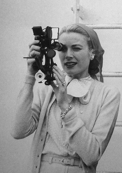 """Bing Crosby ile oldukça başarılı bir ikili oluşturdukları """"The Country Girl"""" filmindeki performansıyla en iyi kadın oyuncu dalında oscar ödülünü kucakladığında yıl 1955'ti."""