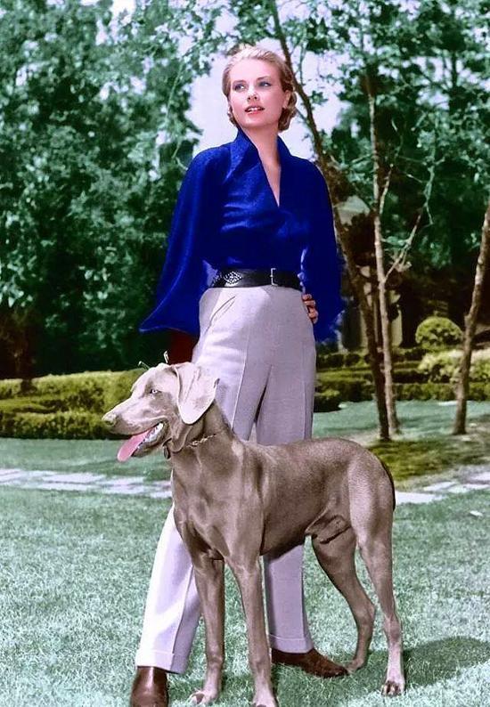 Dünya televizyonlarından naklen verilen tören olay oldu. Aktrisin gelinliği MGM stüdyolarının Oscar ödüllü kostümcüsü Helen Rose tarafından tasarlanmıştı. Düğün sonrası çift, Rainer'ın yatıyla 7 hafta sürecek balayına çıktılar.