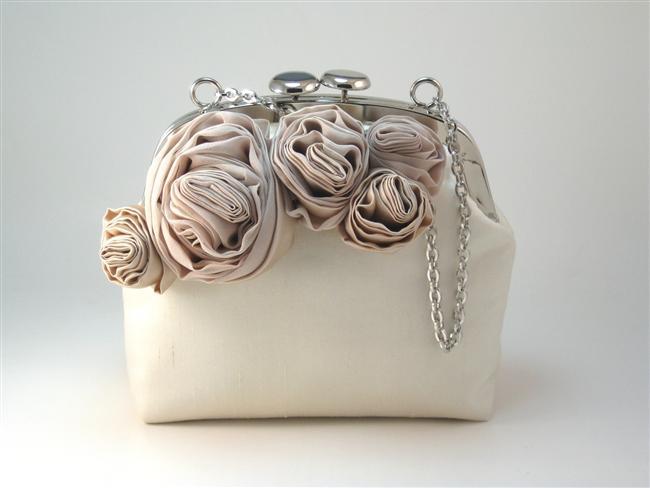 Hayatınızın en özel gününde zarafetinizi tamamlayacak en güzel aksesuar gelin çantasıdır.  Hazırlayan: Gülçin Çavdarcı