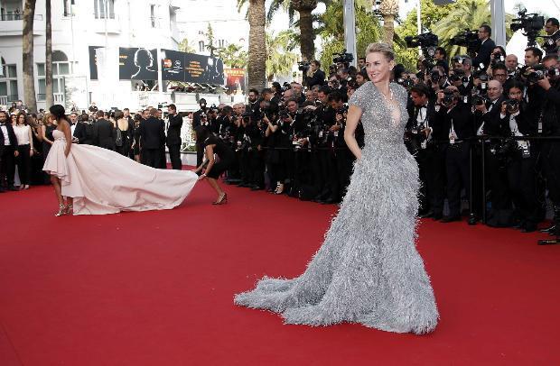 Julianne Moore, Karlie Kloss, Naomi Watts, Lupita Nyong'o ve Natalie Portman gibi birbirinden ünlü isimlerin boy gösterdiği kırmızı halıya, dünya basını yoğun ilgi gösterdi.