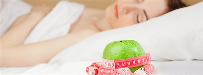 14. Kilo vermek için uyuyun. Uykunuzu yeteri kadar almanız, daha fazla enerji elde etmek için yemek yemenizi engeller. Yapılan son bir araştırmaya göre, yeterince uyuyan bir kadının metabolizması yüzde 40 oranında artıyor.