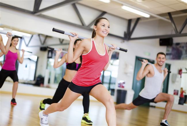 5- Amacınız kısa sürede çok fazla kilo vermek olmasın. Bu sebeple yaz mevsimine ince girmek istiyorsanız ya da özel bir günde daha ince gözükmek istiyorsanız kilo vermeye aylar önceden başlamalısınız. Tek gıda diyetleri, iradenize, beslenmenize ve vücudunuza zarar verir. Günde 1200-1500 kalori alacak şekilde beslenin ve sürekli hareket edin spor yapın.