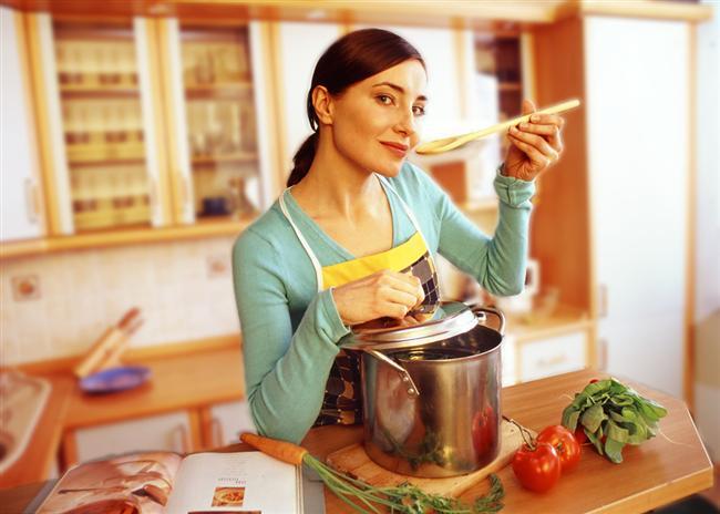 6- Diyet sırasında verdiğiniz kiloları geri almamak için sağlıklı beslenmeyi alışkanlık haline getirin. Sebze ve meyvenin porsiyonlarını artırırken şeker, et, yağ ve unlu gıdaları azaltın.