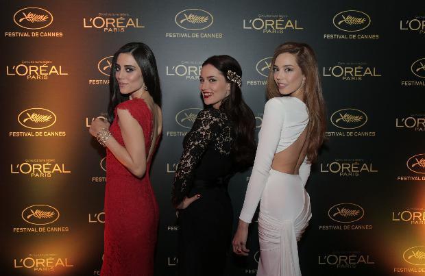 L'oreal Paris'in güzellik elçileri Cansu Dere, Azra Akın ve Fahriye Evcen, 68. Uluslararası Cannes Film Festivali'ne gitmeden önce İstanbul'da düzenlenen özel parti için kırmızı halıda yürüdü.
