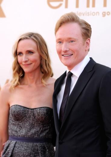Ünlü TV'ci Conan O'Brien da eşiyle programının çekimleri sırasında karşılaştı.2002 yılından bu yana evli olduğu Liza Powel'ı onca kişinin arasında görür görmez de ona aşık oldu.