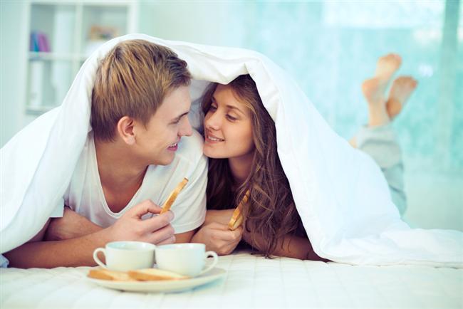 16. Sabah kahvaltısını birlikte yapmayı teklif edin.  Baltalığın lüzumu yok!