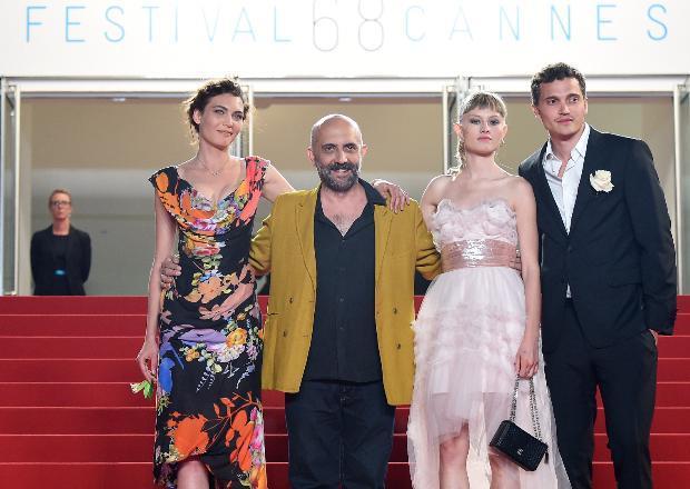 68. Cannes Film Festivali kapsamında dün akşam, Love filminin galası gerçekleşti.  Yönetmen koltuğunda Arjantin doğumlu yönetmen Gaspar Noe'nun oturduğu Love, Karl Glusman, Klara Kristin ve Aomi Muyock paylaşıyor.
