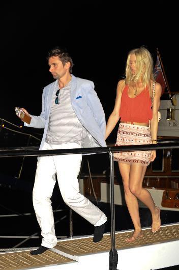Muse grubunun solisti Matt Bellamy, yeni sevgilisi oyuncu Ella Evans'la görüntülendi.