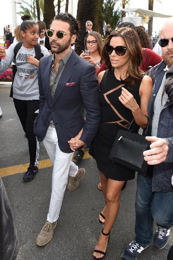 Eva Longoria ve sevgilisi Jose Antonio Baston da festivalin en şık çiftleri arasındaydı.