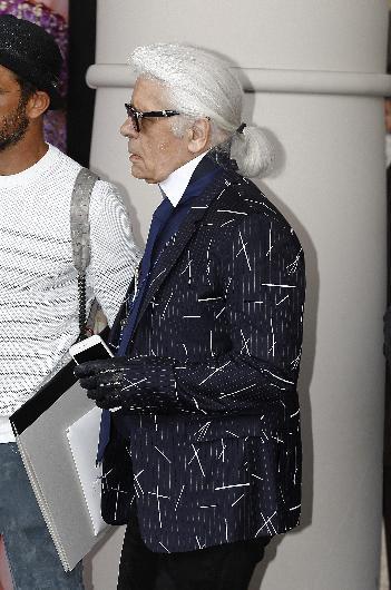 Ve Karl Lagerfeld! Onsuz bir Cannes düşünülemez! Hotel Martinez'de konaklayan moda gurusu, ceketiyle tüm dikkatleri üzerine toplamayı başardı.