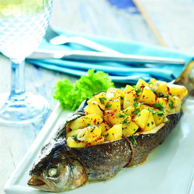 10. Balık severlere müjde! Patatesli Alabalık  Sadece 473 kalori olan bu yemeğe bayılacaksınız.  48gr protein  11gr yağ  31.2gr karbonhidrat