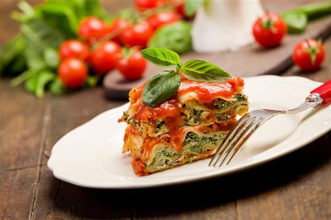 7. Sebzeli Lazanya  Her şeyin sebzelisi olabilir. Lazanya severler sebzeli lazanyayı denemeliler, yalnızca 377 kalori.  17.6gr protein  9.7gr yağ  44gr karbonhidrat