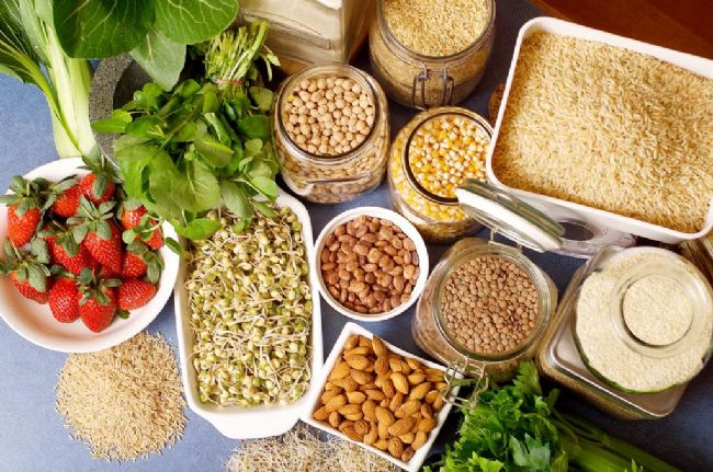 Lifli Gıdalar Sağlıklı kalpler ve fit bir görünüm sağlayan Diyet lifi sindirim sistemimizin düzenli çalışmasına yardımcı olur, kandaki yüksek kolesterolü düşürmeye ve kan şekeri seviyesini sabit tutmaya yardımcı olabilir.