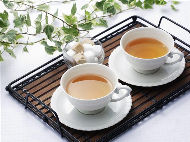 Kafein-Tein Yeşil çay ve kahve günde 2 kez tüketilmelidir.. Özellikle yeşil çayın antioksidan özelliği fazladır, kilo verdirir. Sakız: Özellikle öğleden sonra 1 atıştırma yerine geçer,her gün 25 kalori daha az alınır, bu da haftada 175 kalori az almak demektir.
