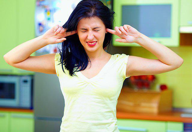 """Kulaktaki iştah noktasını uyarmak Çok acıktığınızda tragus noktasına (kulakla yanağın birlestigi yerdeki çıkıntılı kıkırdak) başparmak ve işaret parmağınızla baskı yaparsanız kısa süreli tokluk hissedersiniz."""""""