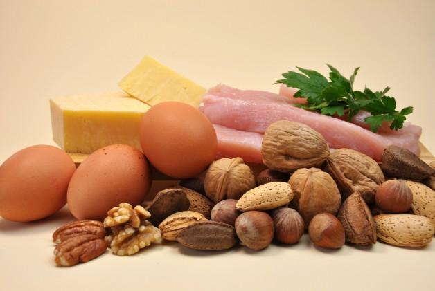 Protein Proteinler karbonhidratlardan ve yağlardan daha uzun süreli tok tutar. Birlikte karbonhidrat ile tüketirsek sindirim yavaşlar kilo vermeniz zorlaşır. İdeali ilk 7 gün hiç karbonhidrat almadan sadece protein tüketmektir.