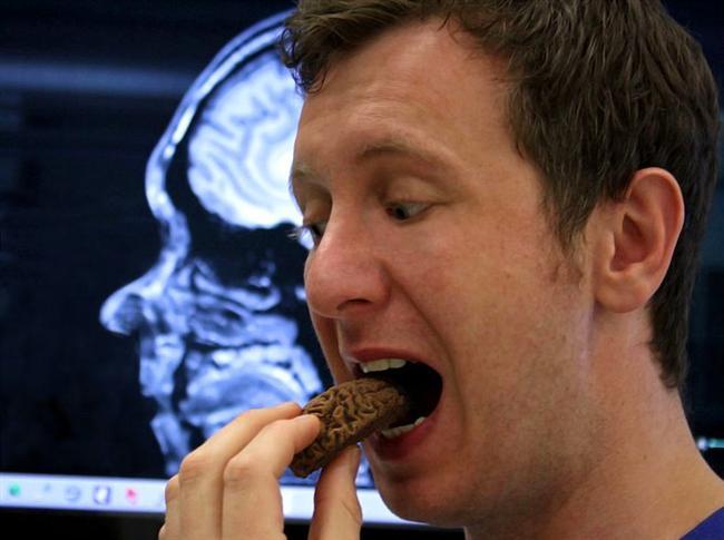 17. Beyin Aktivitesini Artırıyor  MR çekiminden kısa süre önce kakaolu içecek içmiş kişiler üzerinde yapılan bir araştırmaya göre, bu kişilerde beyin aktivitesinin kayda değer bir oranda arttığı gözlenmiş.