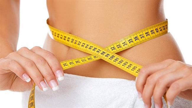 """20. Kilo Vermek  Çikolata ve kilo arasındaki ilişkiyi inceleyen bir araştırma için, aşırı kilolu ve obez katılımcıların beslenme diyetlere, her gün bir miktar çikolata ve şeker eklenir. İnceleme sonunda katılımcıların 4 ayda 5 kilo verdikleri görülür.   Çalışmayı yürüten Kathryn Piehowski, """"Diyet yapan kadınlar genellikle kendilerini en sevdikleri yiyeceklerden mahrum bırakmaları gerektiğini düşünürler. Oysa ki durum böyle değildir. Eğer kontrollü bir şekilde tüketilirse sevilen yiyecekler diyete zarar vermez"""" diye konuştu."""