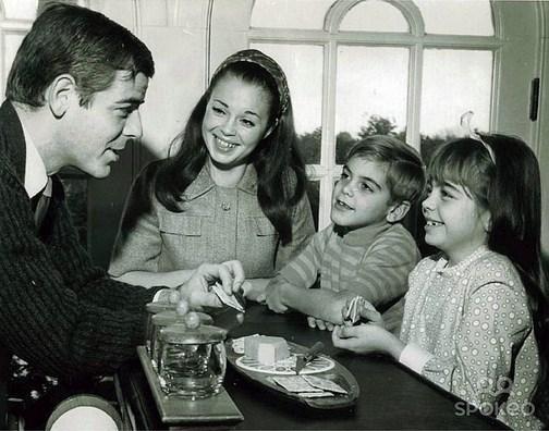 1.   7 yaşındaki George Clooney ailesi ile birlikte. (1968)