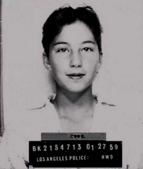 3.  Annesinin arabasını ödünç alarak sürmeye çalışan 13 yaşındaki Cher'in polis kayıtlarından bir fotoğrafı (1959)