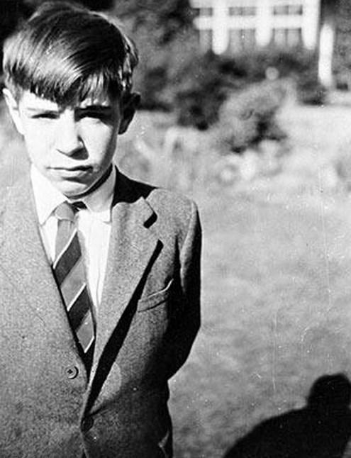 18.  İngiliz fizikçi ve evrenbilimci Stephen Hawking 12 yaşında (1954)