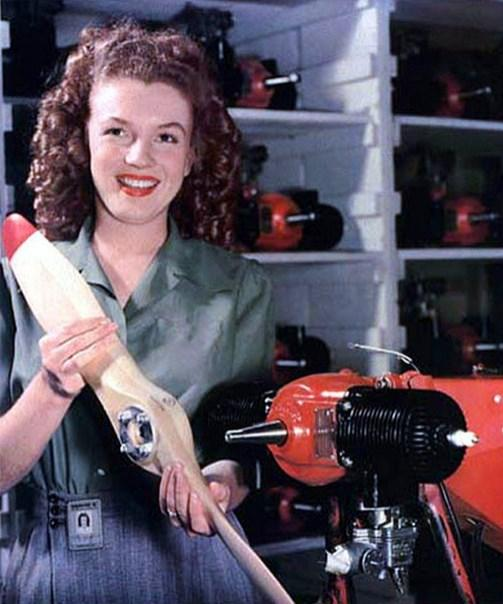 7.  Marilyn Monroe 19 yaşında (1945)
