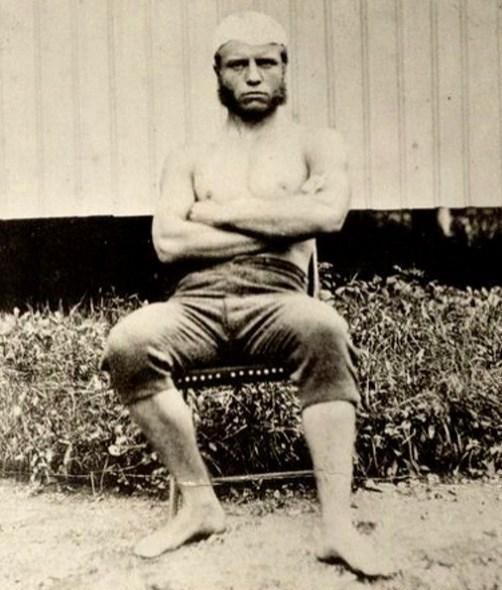 23.  Amerika Birleşik Devletleri'nin 26. devlet başkanı Teddy Roosevelt 18 yaşında (1876)