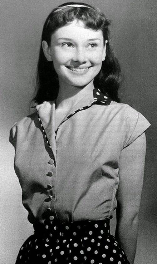 4.  13 yaşındaki Audrey Hepburn (1942)