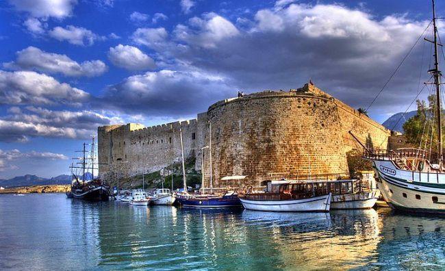 2. Kuzey Kıbrıs Türk Cumhuriyeti  Yaz turizmi, deniz, kum, güneş üçgeni, casino kültürü ile de ciddi bir turizm potansiyeline sahiptir. Kuzey Kıbrıs genel olarak 3 kentten oluşmaktadır. Bunları Girne, Lefkoşa -aynı zamanda başkenttir- ve Gazi Magosa olarak sıralayabiliriz. Kuzey Kıbrıs'ta ülkemizden daha uygun fiyatlara tatil yapabilirsiniz.