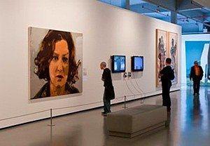 15. Sanata doyun  İstanbul modern sanat müzesinde bir çok güncel sanat etkinliğini bulabilirsiniz.  Perşembe günleri ücretsiz olan bu müzeye giriş haftanın diğer günleri öğrenciler için 9 lira. (tam giriş 17 lira)