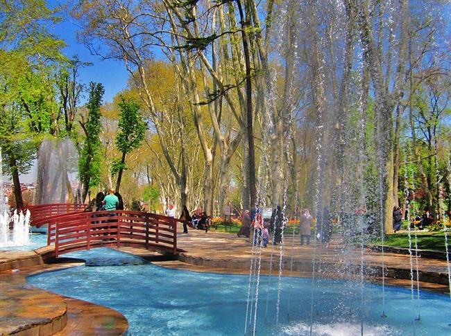 17. Gülhane parkında ceviz ağacı olun  Güzel manzarası ile birlikte Gülhane parkında atıştırmalık şeyler yiyebilir ve manzaraya karşı güzel bir çay keyfi yapabilirsiniz.