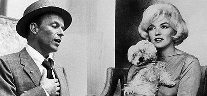 11. Frank Sinatra'nın Sevgilileri Arasındadır.  Evin içinde çıplak dolaşması ile bilinen Marilyn, bir keresinde Frank Sinatra'nın arkadaşlarıyla poker oynadığı salona çırılçıplak girip; Sinatra'yı çileden çıkarmıştır.
