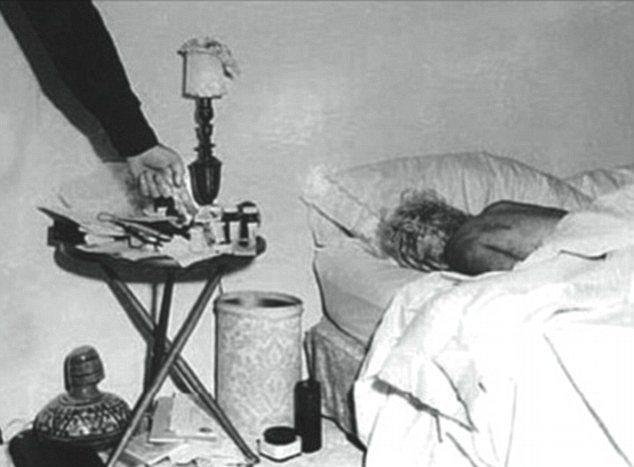 16. Ölümünün Kesin Nedeni Halen Gizemini Korumaktadır.  Marilyn'in 4 Ağustos 1962'de gerçekleşen ölümünün nedenleri arasında intihar etmiş olabileceği, FBI'ın işin içinde olabileceği gibi pek çok iddia ortaya atılmış ancak günümüzde dahi erken ölümünün kesin sebebi bilinememektedir. 2006 yılında Bilgi Özgürlüğü Yasası ile İç Güvenlik olarak tanımlanmış Marilyn Monroe hakkında 97 tane belge daha açıklayan FBI'ın elinde halen açıklanmayan sayısız belge ve dosya bulunuyor.