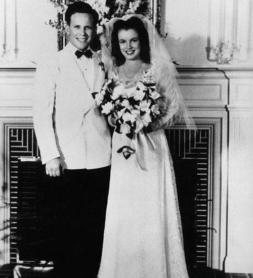 3. İlk Evliliğini 16 Yaşında Gerçekleştirdi.  Marilyn, 1942 yılında aile dostlarının oğlu Jim Dougherty ile yetimhane hayatından kurtulmak için evlendi.