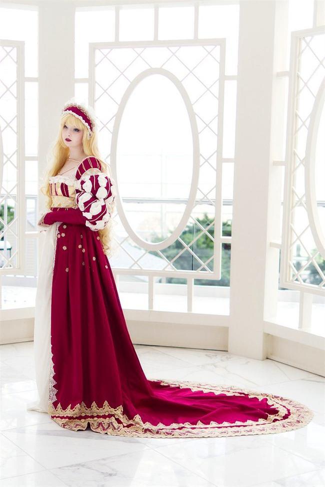 Şu aralar ise yeni tutkusu Ortaçağ dönem kıyafetleri..