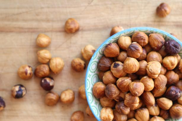 Magnezyum almaya dikkat edin. Sebzelerde, fındıkta ve tahıllı ekmeklerde bulunan bu vitamin size zindelik kazandıracaktır.