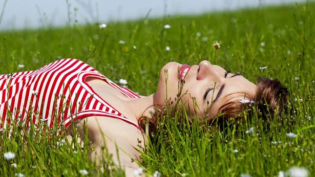 Ve son olarak beyinsel anlamda rahatlamak ve yenilenmek için kendinize 20 dakika ayırın ve şunları yapmaya çalışın...
